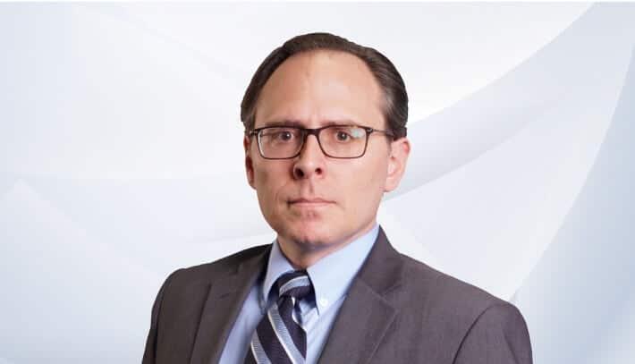 Adam Moras 律师